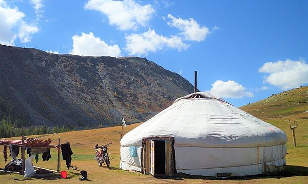 Yurt in Mongolia, image copyright: Johannes Reckel